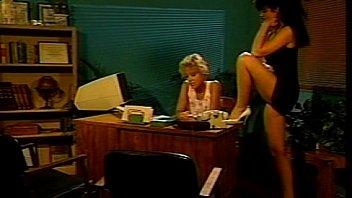 Сексапильная секретутка получат сверхурочные на порно видео блог