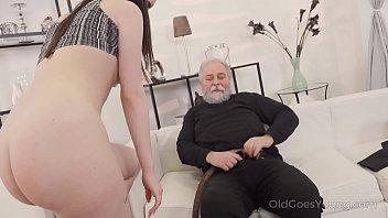 Толстая мать на порно пробах скачет на члене агента перед камерой