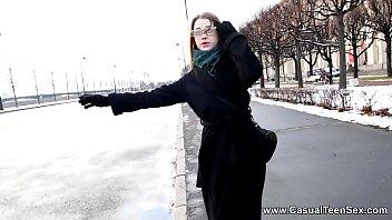 На двадцать третье февраля русская рыжуха дарит развратному глубокий горловой минетик