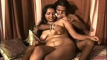 Четыре лезбиянки развлекаются групповым порно на развратной вечеринке