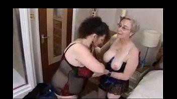 Поступил коллектор за долгами, женщина решает проблему голым телом