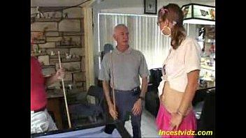 Толстая учительница наблюдает как две русские студентки ласкают влажные мокрощелки друг дружки