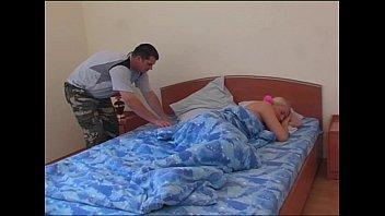Анальный секс с длинноволосой хуесоской с крохотными дойками