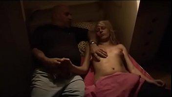 Девушка истосковалась по своему воителю и сбросила собственное клипы обнаженки