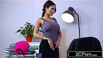 Русская девушка не ждала, что во время классического порно пацан поимеет ее в попочка
