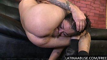 Женщина в колготочках страпонит молодого человека в анус