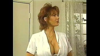 Взрослая красавица мастурбирует жопа и пизду